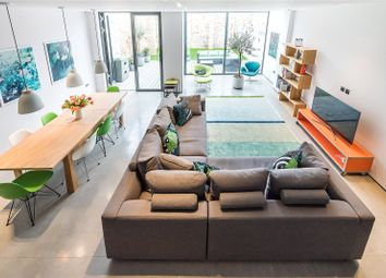 Thumbnail 4 bedroom property for sale in Stonechat Mews, London