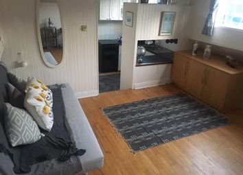 2 bed flat to rent in The Mall, Boston Manor Road, Brentford TW8