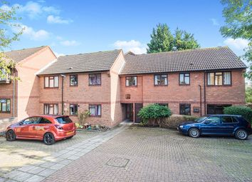 Pear Tree Close, Chessington, Surrey KT9. 2 bed flat