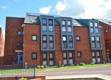 2 bed flat to rent in Shelley House, Wycliffe End, Aylesbury HP19