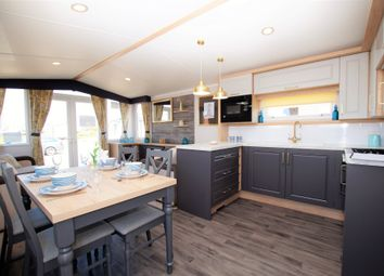 2 bed mobile/park home for sale in Sands Lane, Barmston, Driffield YO25