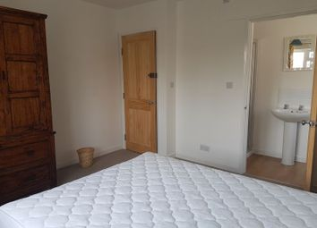 Room to rent in Ashwood Avenue, Uxbridge UB8