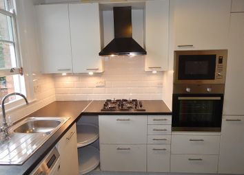Thumbnail 3 bed flat to rent in Temple Road, London
