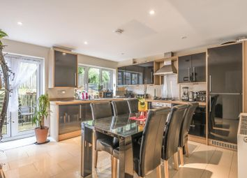 Thumbnail 4 bed town house for sale in Sailcloth Close, Reading