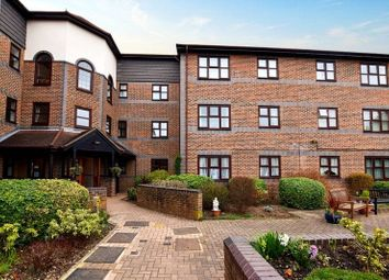 Thumbnail 2 bed flat for sale in Pincott Road, Bexeyheath, Kent