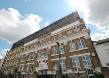 3 bed flat to rent in Manbey Park Road, Stratford E15