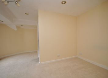 1 bed flat to rent in High Street, Leatherhead KT22