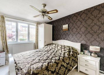 2 bed flat for sale in Sedgmoor Place, Camberwell, London SE5