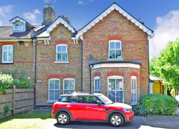 3 bed flat for sale in Avenue Road, Harold Wood, Romford, Essex RM3