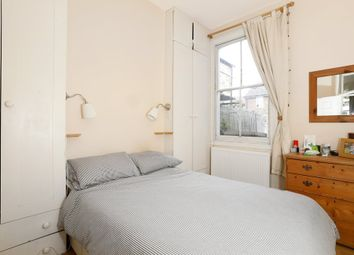 Thumbnail 1 bed flat to rent in Geldart Road, London