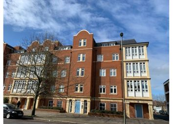 2 bed flat for sale in Granville Place, High Road, London N12