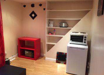 Thumbnail 1 bedroom flat to rent in Brockenhurst Road, Norbury