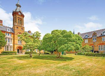 Alexandra Court, Aston Close, Watford, Hertfordshire WD24. 2 bed flat