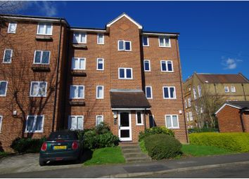 Thumbnail 1 bed flat for sale in Crosslet Vale, London