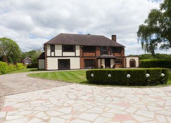 Thumbnail 6 bed detached house to rent in Pottersheath Road, Welwyn