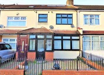 3 bed flat to rent in Hampton Road, Ilford IG1