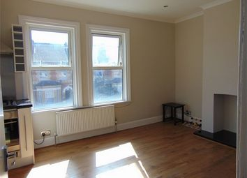 2 bed flat to rent in Cholmeley Road, Reading, Berkshire RG1