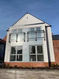 Thumbnail 1 bed town house to rent in Scotts Square, Hull