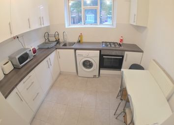 Thumbnail 3 bed flat to rent in Lindley Street, London