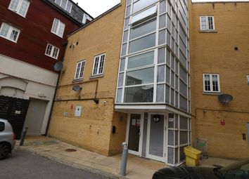 Thumbnail 2 bed flat to rent in High Street, Romford