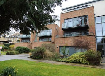 Valley Road, Kenley CR8. 1 bed flat