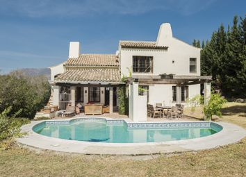 Thumbnail 5 bed villa for sale in Spain, Andalucia, Estepona, Vww429