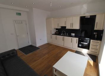 2 bed flat to rent in Somerset Road, Huddersfield HD5