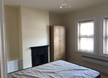 1 bed flat to rent in Wykeham Road, Reading RG6