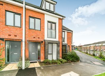 Thumbnail 3 bed town house to rent in Kennet Walk, Reading