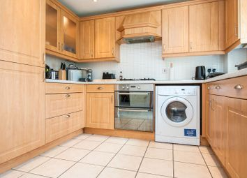 2 bed flat to rent in Deans Court, Bishops Cleeve, Cheltenham GL52