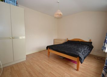 Thumbnail 4 bed flat to rent in Sandford Avenue, London