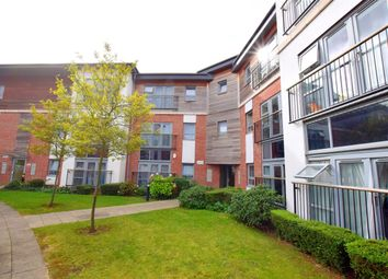 2 bed flat to rent in Riverside Close, Romford, Essex RM1