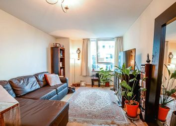 Thumbnail 1 bed flat to rent in Hanover House, St George Wharf, London