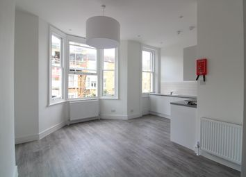 Thumbnail 1 bed flat to rent in Roderick Road, Hampstead