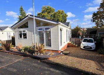 2 bed mobile/park home for sale in Second Avenue, Garston Park, Tilehurst, Reading RG31