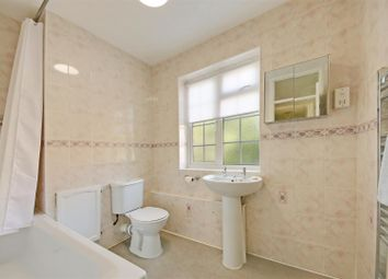 Thumbnail 2 bed flat to rent in Craigmount, Radlett