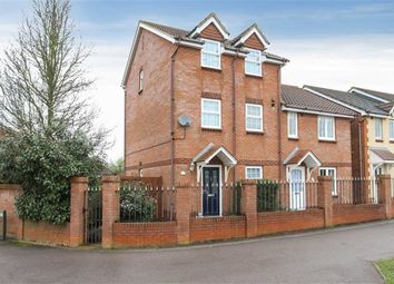 Thumbnail 3 bed town house for sale in Roundel Drive, Leighton Buzzard