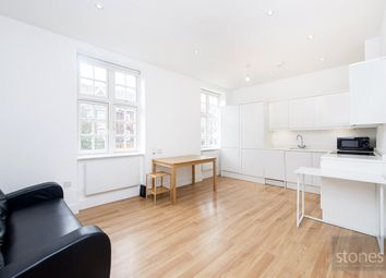 3 bed property to rent in Golders Way, London NW11