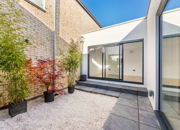 2 bed end terrace house to rent in Willow Mews, London W12