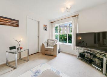 Thumbnail Flat for sale in Pursewardens Close, London