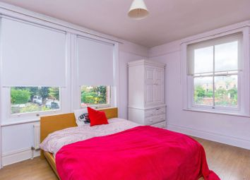 2 bed maisonette to rent in Wellesley Road, Chiswick W4