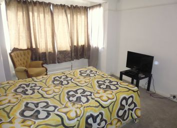Thumbnail 3 bedroom flat to rent in Rowan Road, Streatham Common, Norbury, Mitcham