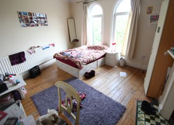 Thumbnail 3 bed flat to rent in The Crescent, Hyde Park Corner, Hyde Park, Leeds