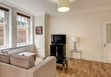 Thumbnail 3 bed flat to rent in Ravenscourt Park, Hammersmith