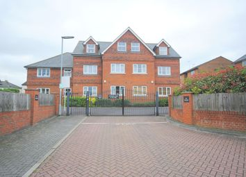 Thumbnail 1 bed flat to rent in Redhill