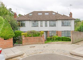 2 bed property for sale in Connaught Gardens, London N10