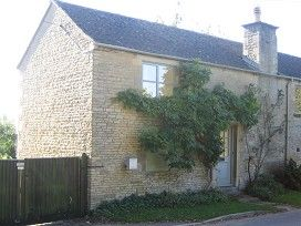 Thumbnail 1 bed flat to rent in East End, Chadlington