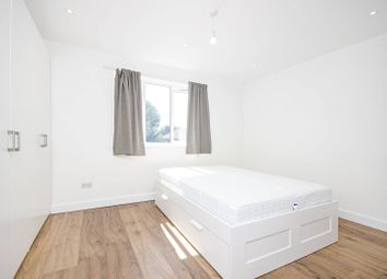 3 bed flat to rent in Clifton Gardens, Temple Fortune, London NW117El NW11