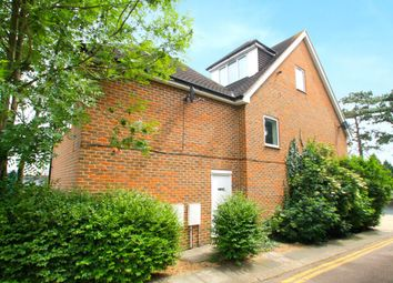2 bed flat to rent in Maidstone Road, Rochester, Kent ME1