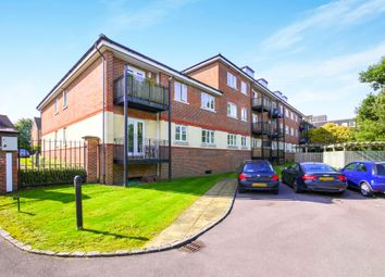 2 bed flat to rent in Eastworth Road, Chertsey KT16